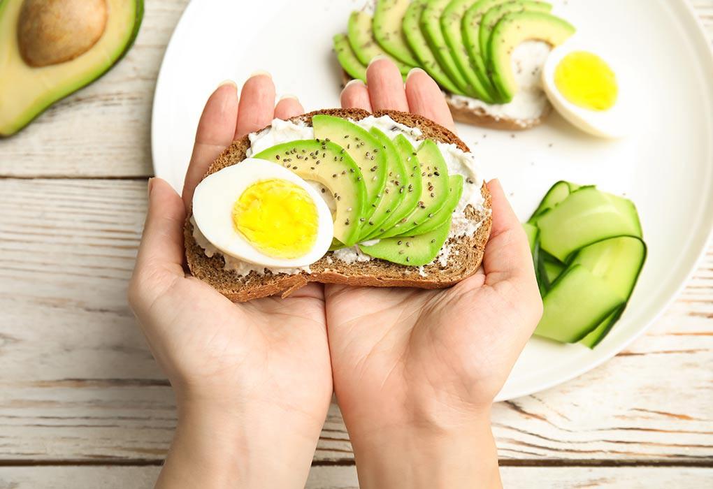 Mất ngủ kéo dài nên bổ sung thêm nhóm thực phẩm sau vào chế độ ăn để khắc phục