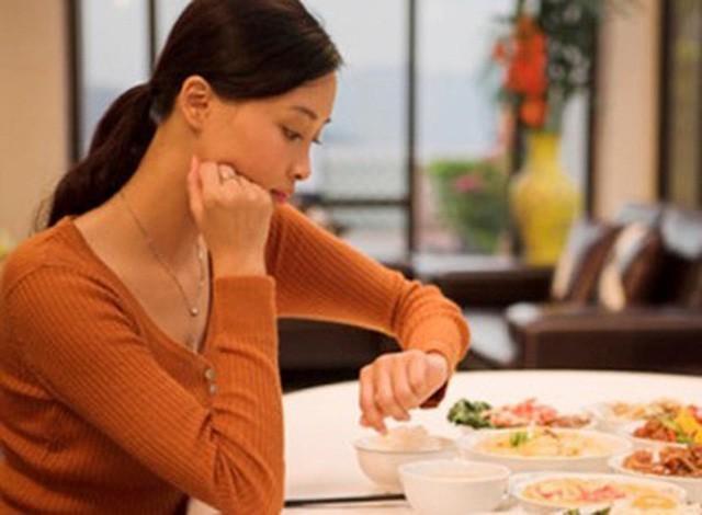 6 bệnh hiểm do hậu quả của việc ăn tối muộn mà ra và đây là nguyên tắc 'vàng' cho bữa tối