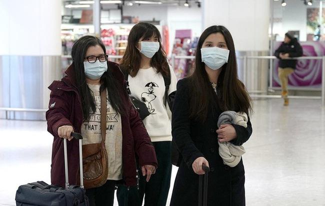 Nguy cơ nhiễm virus corona cao hơn người thường, vậy phụ nữ mang thai có cần đeo khẩu trang cả ngày không?