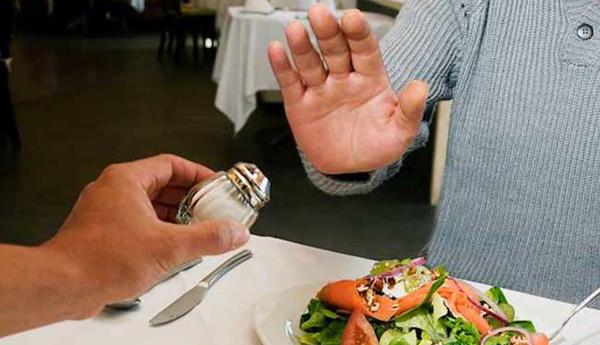 5 triệu chứng và 4 căn bệnh báo hiệu bạn đang ăn mặn quá độ