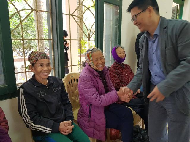 Nụ cười đón Tết Canh Tý sớm ở làng phong