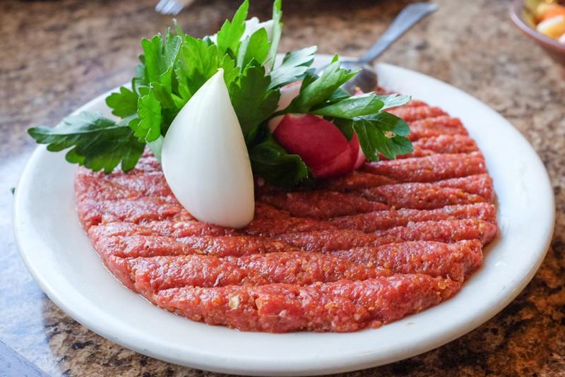 Thịt bò tái sống và thịt bò chín ăn món nào nhiều dưỡng hơn