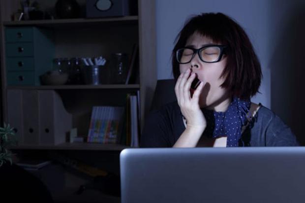 5 hành vi gây hại cho mắt mà người trẻ thường hay mắc phải, không sửa ngay có thể gây viêm nhiễm, tổn thương mắt