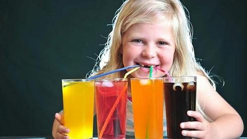 Điểm danh 4 thực phẩm gây ung thư cho trẻ, 3 thứ 90% các bé đều 'nghiện'